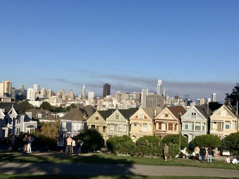 [Photo : Célèbres maisons victoriennes ou Painted Ladies à Alamo Park]