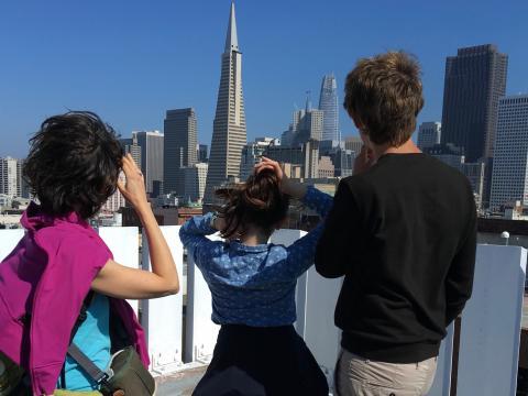 Photo Famille sur un toit au dessus du Downtown San Francisco