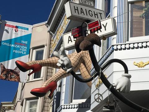 [Photo : enseigne dans le quartier hippie de San Francisco]