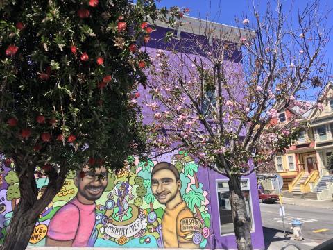 [Photo : Fresque murale d'une demande en mariage dans le quartier du Castro à San Francisco]