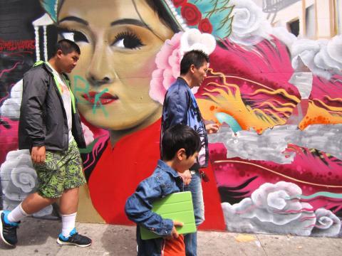 Photo : Fresque murale d'un phénix dans Chinatown